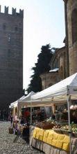 Curiosando a Castell'Arquato, mercatino sotto al castello