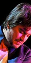 Cristiano De Andrè interpreta i brani del padre Fabrizio