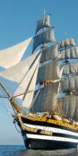 A Napoli parate di vele d'epoca e la nave Amerigo Vespucci