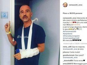 Eros Ramazzotti in ospedale: il selfie svela cosa è successo
