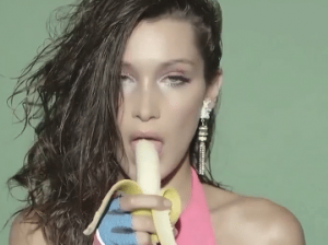 Bella Hadid scandalosa: ginnastica stile anni '80