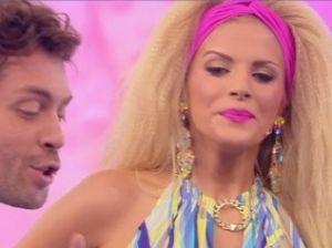 Francesca Cipriani, balletto troppo scatenato: incidente hot in diretta