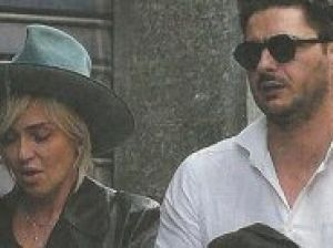 Paola Barale a spasso con un uomo misterioso