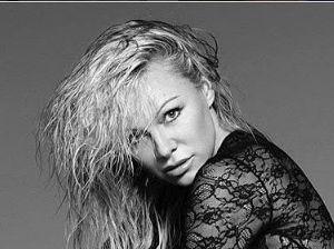 Pamela Anderson nuda e bellissima a 49 anni