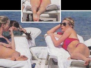 Alessia Marcuzzi: mini bikini, gran bel panorama