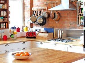 Poco budget per ravvivare la cucina? Puntate su elementi décor