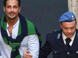 Fabrizio Corona fuori dal carcere: prime foto dopo la detenzione