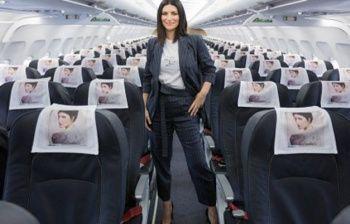 Laura Pausini noleggia un'intero aereo per lanciare il nuovo disco