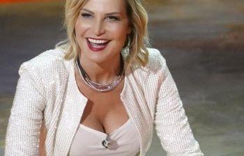 Simona Ventura e lo 'schiaffo' da Mediaset: ecco chi ha preso il suo posto
