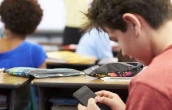 Uso dello smartphone nelle scuole: siete d'accordo?