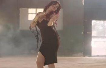 Il video in lingerie è troppo hot, cantante viene arrestata