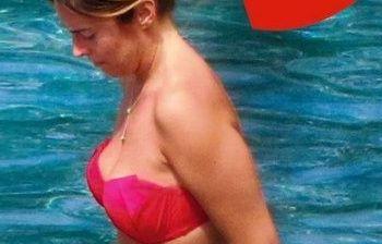 Maria Elena Boschi in bikini fisico statuario