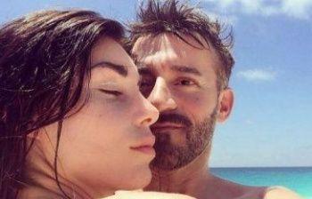 Bianca Atzei e Max Biaggi in vacanza al mare in Sardegna
