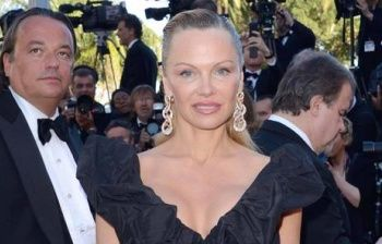 Pamela Anderson a Cannes, i fan preoccupati: