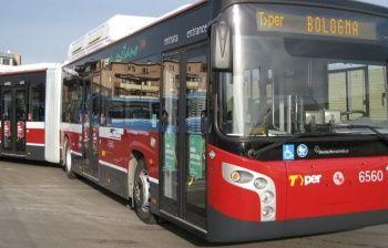 A Bologna gli autobus fanno il pieno con le bucce di banana