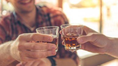 Attenzione: è vero che l'alcol provoca il cancro?