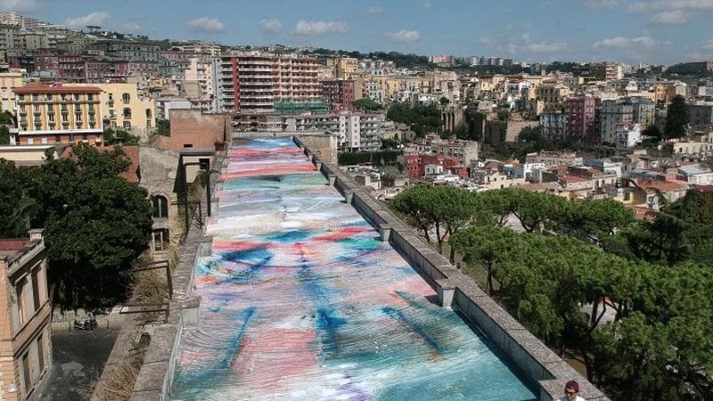 Il dipinto sul tetto ai Quartieri Spagnoli | InItalia