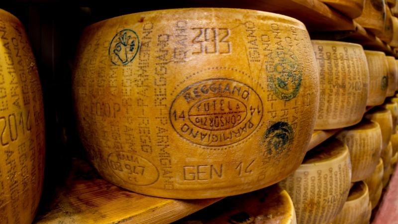 Che differenze ci sono tra Grana Padano e Parmigiano Reggiano?