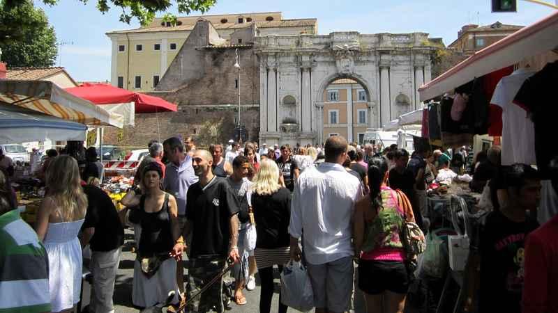 I mercatini dell 39 antiquariato pi caratteristici d 39 italia - Porta portese milano ...