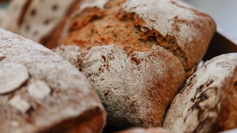 Forno comunitario, in pietra o in argilla: in Italia, torna il piacere della condivisione