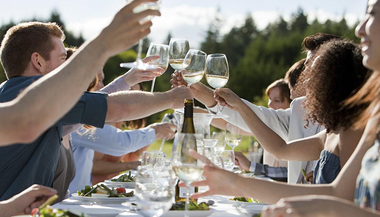 Bianco, fermo e doc: ecco com'è il vino preferito dagli italiani