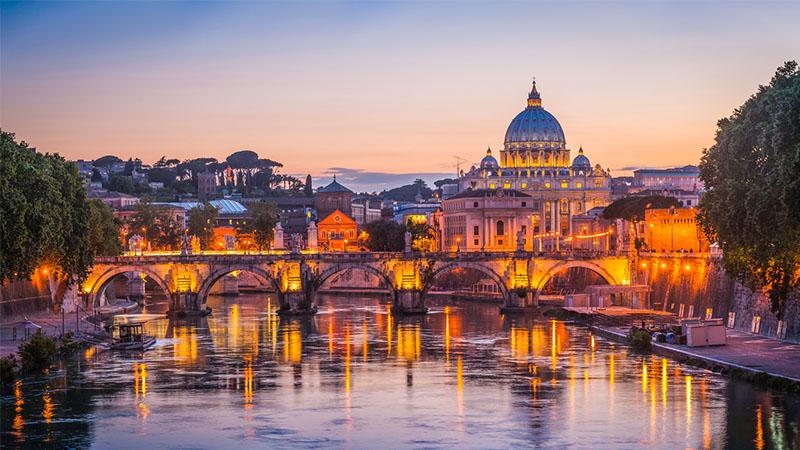 La Basilica di San Pietro è uno dei luoghi storici più belli del mondo