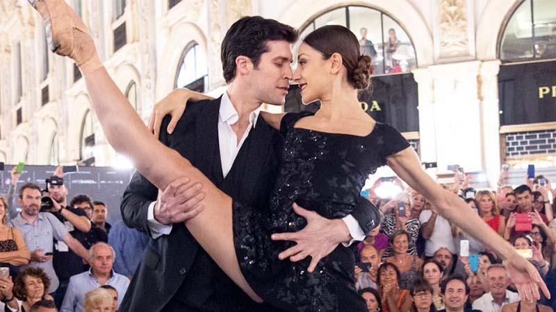La Galleria come una milonga: il tango di Roberto Bolle e Nicoletta Manni incanta Milano