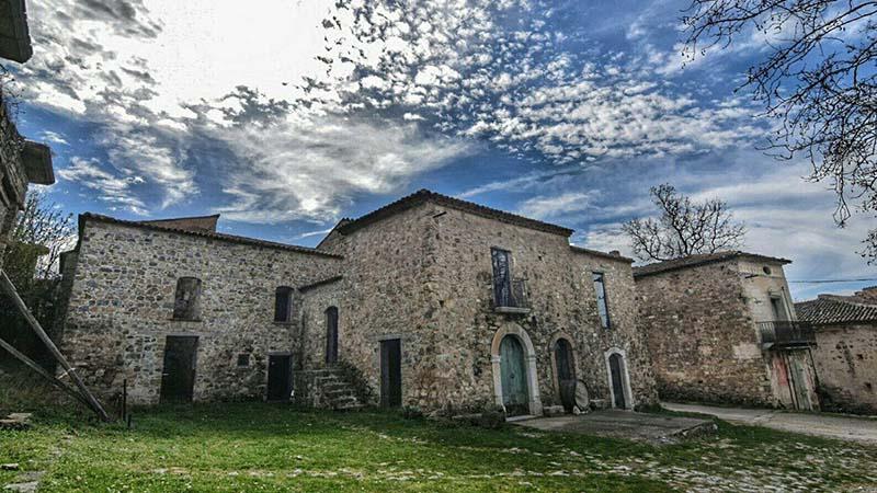 Roscigno Vecchia, il borgo fantasma con un solo abitante