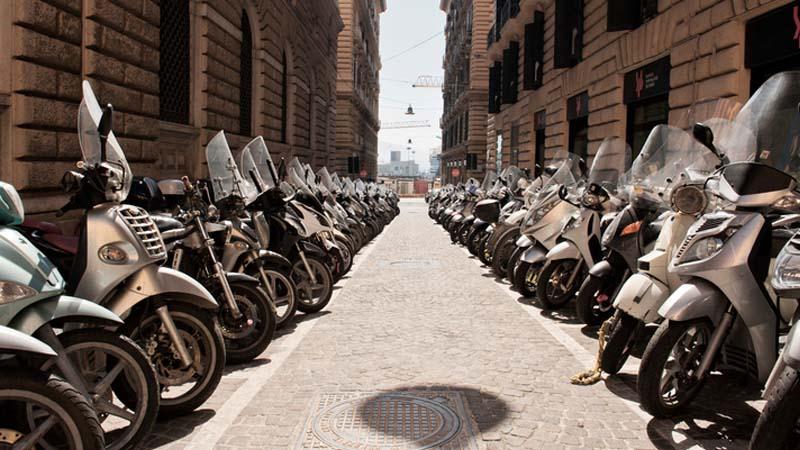 A Napoli sensori contro i parcheggiatori abusivi