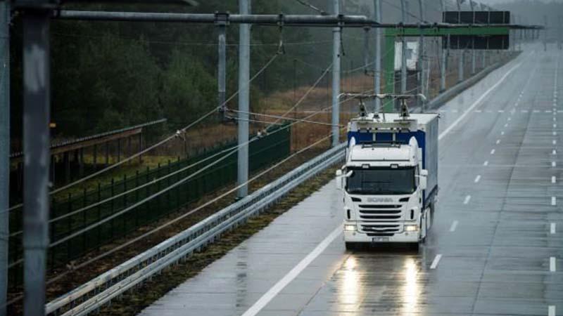 In Lombardia i tir viaggiano sull'autostrada elettrificata