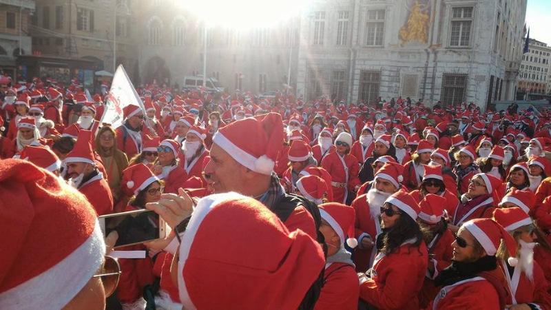 I Babbi Natale invadono Genova a favore dell'ospedale Gaslini