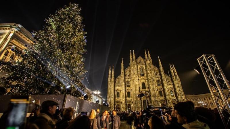 Foto Di Milano A Natale.Anche A Milano E Natale Luci Pattinaggio Ma Guardate Cosa