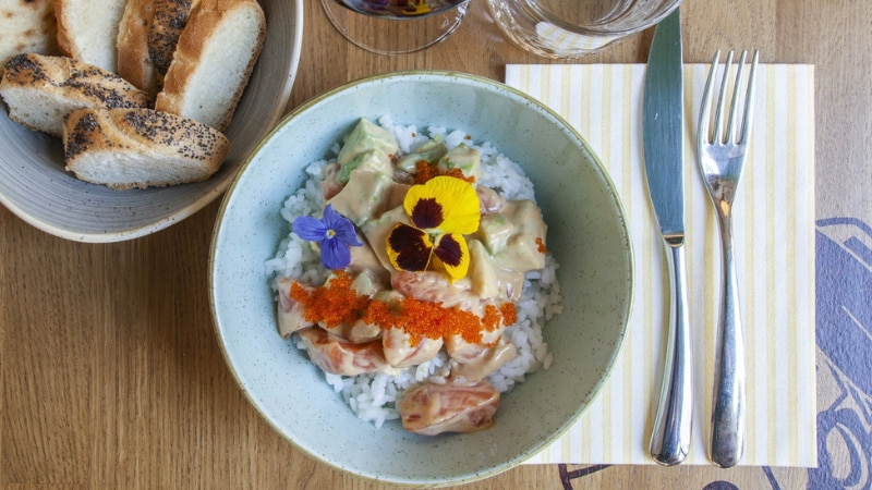 Dove mangiare Poke Bowl: la moda food che spopola in Italia