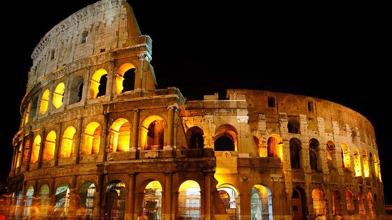 A Roma tornano le visite serali al Colosseo