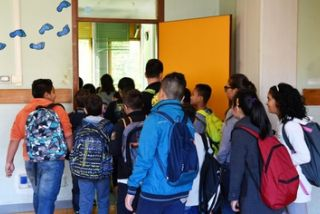 Plafoniere Per Ospedali : A scuola plafoniera colpisce testa bimbo guardia lombardi