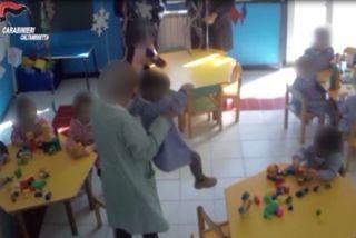Telecamera Nascosta Espone Medico : Maltrattava bambini in asilo arrestata comiso