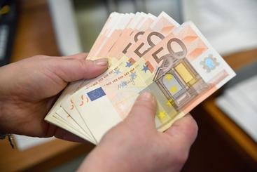 adeb0c7f7a Trova 35 Mila Euro e li Restituisce - Venegono Superiore