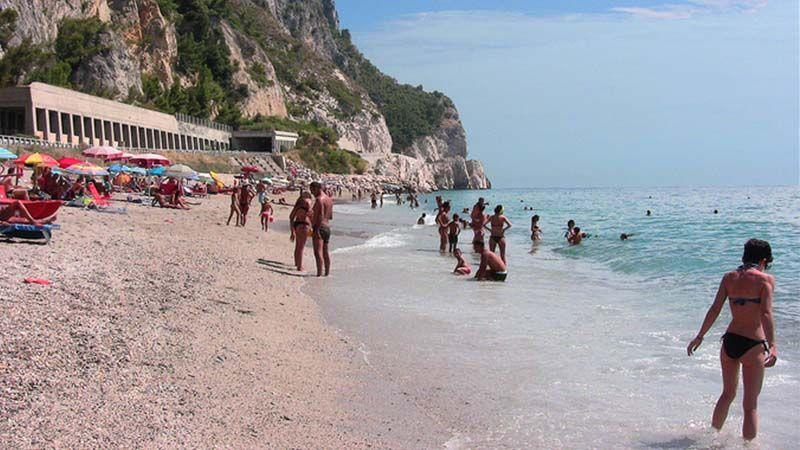 La spiaggia di Finale Ligure è una delle più costose del mondo ...