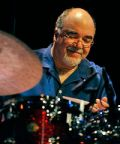 Peter Erskine in concerto con la Dr. Um Band